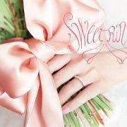 薬指に結ぶ愛のリボンモチーフのブライダルリング♡Sweet Ringsースウィートリングス【婚約指輪・結婚指輪のJKプラネット】